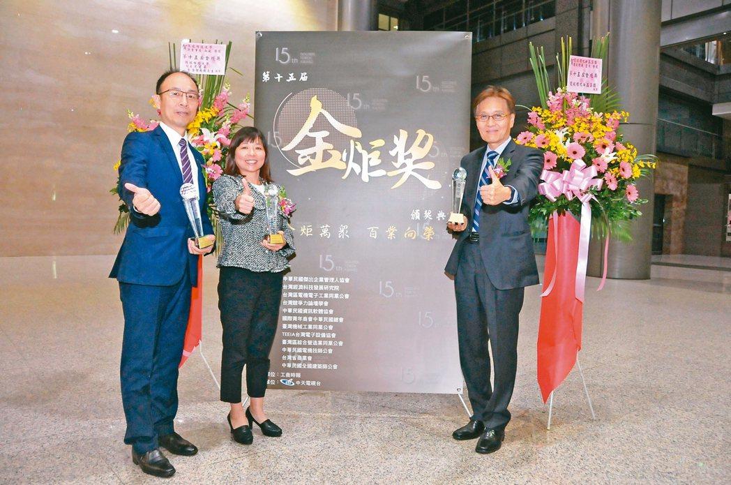 第15屆金炬獎國泰金控及子公司獲得五項大獎,國泰證券囊括兩項大獎,國泰證券副總林...