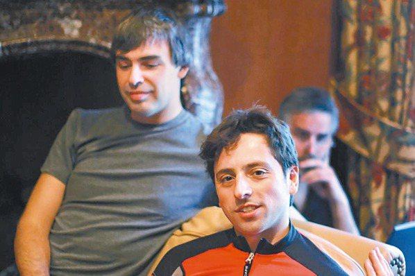 Google共同創辦人佩吉(左)與布林(右),將分別卸下母公司字母的執行長與總裁...