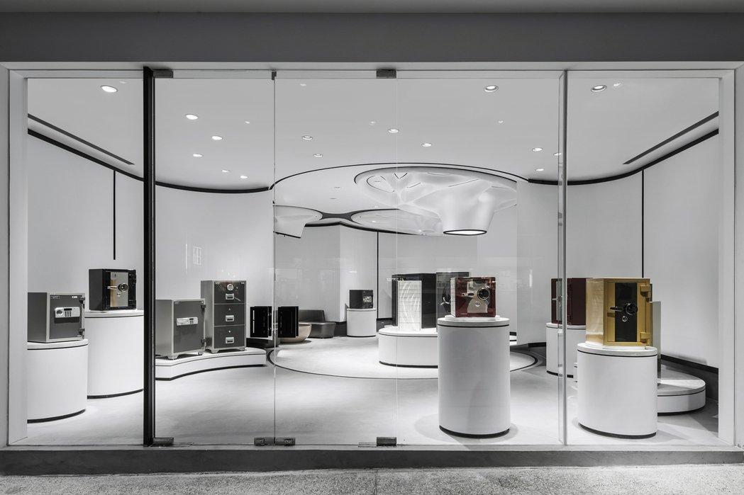 日寶台中民權旗艦店,是以藝廊型式展演商品的「類異形」空間。日寶保險櫃/提供