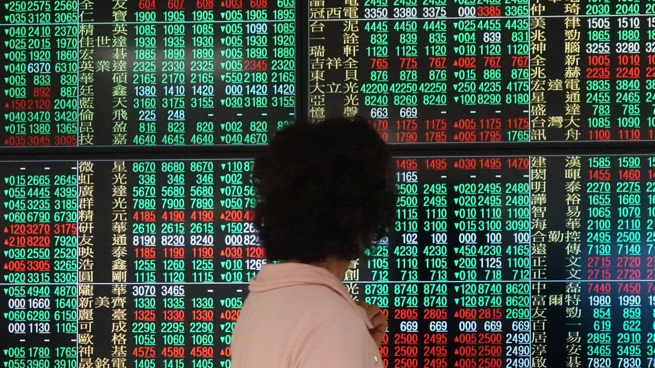 盤點上市櫃公司今年前11個月股價漲幅,排名前十大的個股中,以倉和漲幅達486%表...
