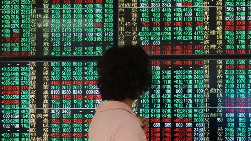 盤點上市櫃公司今年前11個月股價漲幅,排名前十大的個股中,以倉和漲幅達486%表現冠居第一。 報系資料照