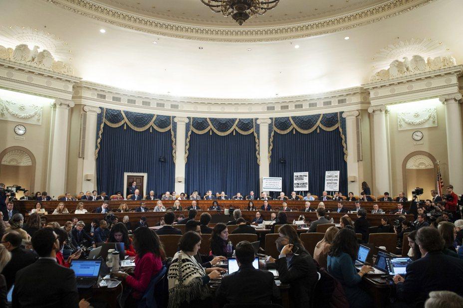 國會眾院司法委員會4日舉行首場彈劾川普總統聽證會。圖為聽證會現場。 美聯社