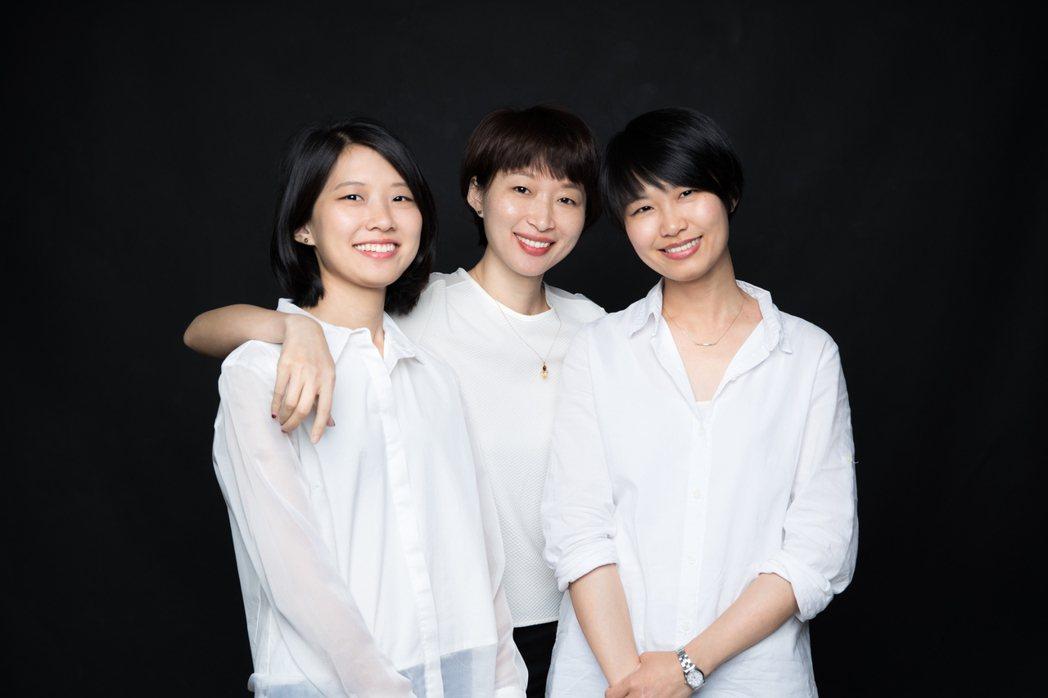 敬土豆文化工作室成員(左起:王維剛、王莛頎及王苓) 圖/敬土豆文化工作室提供
