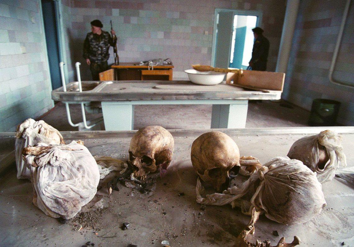 第二次車臣戰爭,戰爭受難者遺骨。 圖/法新社