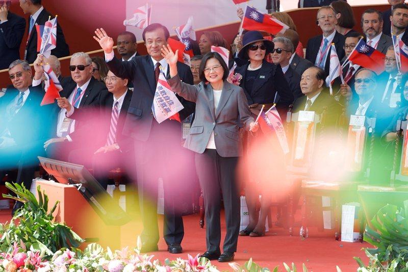 台灣的民主,從制度上到現實的環境,都沒那麼堅不可摧,反倒是不容樂觀。 圖/路透社