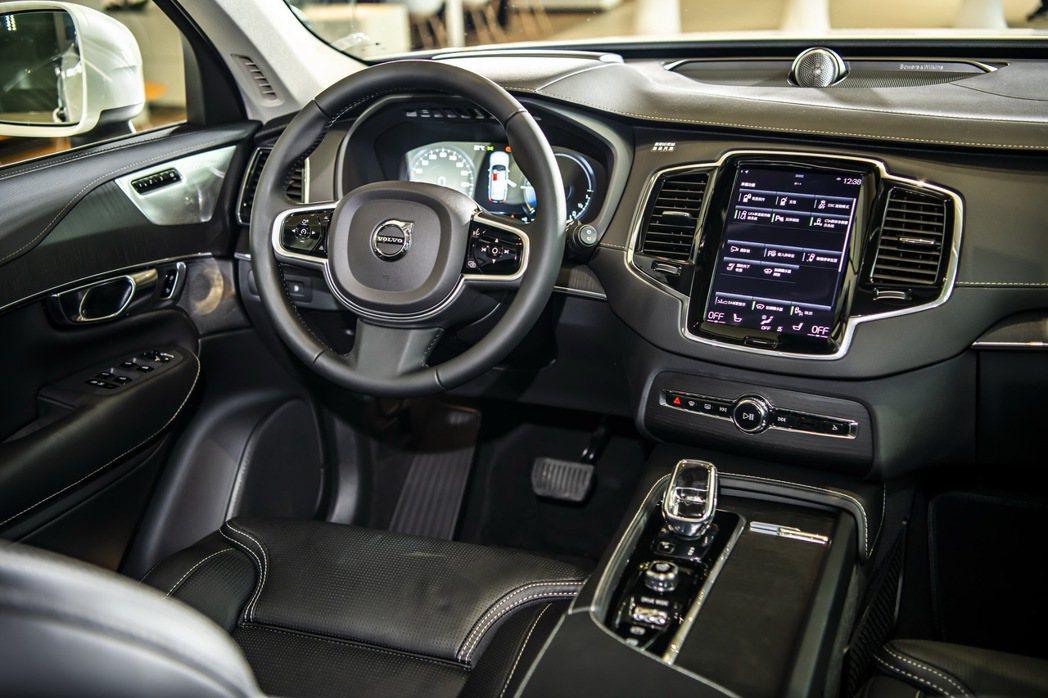 Volvo XC90 T8 車型更搭載全新Orrefors 水晶排檔頭。 圖/國...