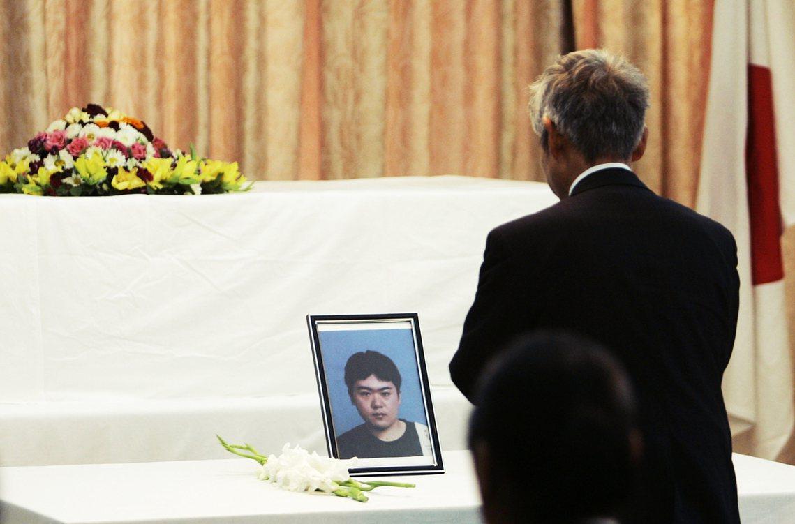 2008年中村哲的醫生同事伊藤和也,就在當地遭到塔利班的武裝人員綁架殺害,震驚日...