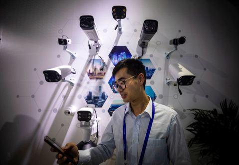 監控再進化:買手機先「刷臉」,中國已淪數位監獄?