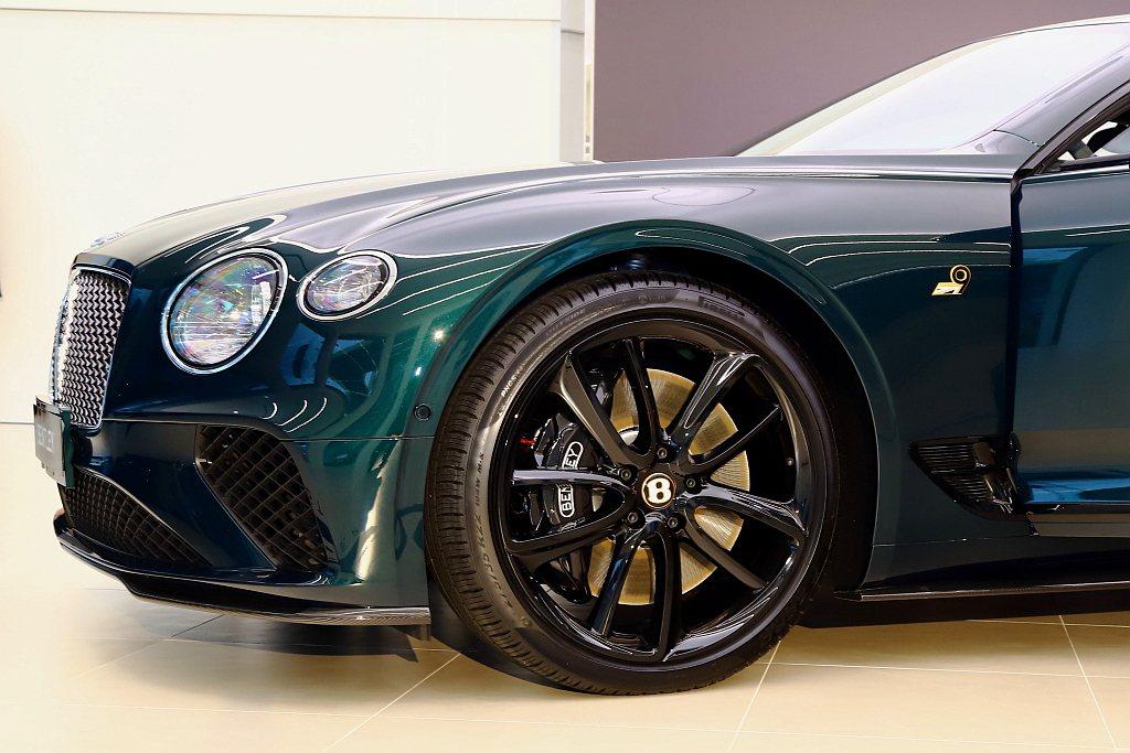 同色調22吋輪圈與碳纖維空力套件,點綴出Bentley Continental ...