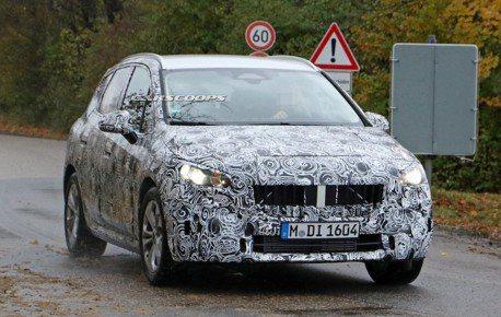 新世代BMW 2 Series Active Tourer偽裝再現 這次讓你看內裝!