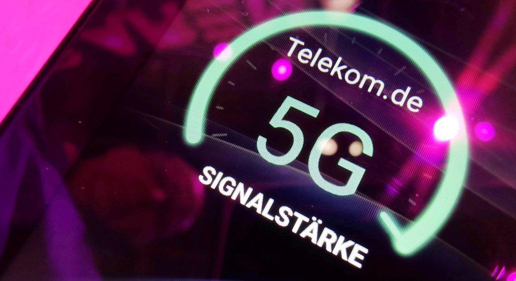 德國電信在一個展覽會場上展示5G訊號強度。  路透