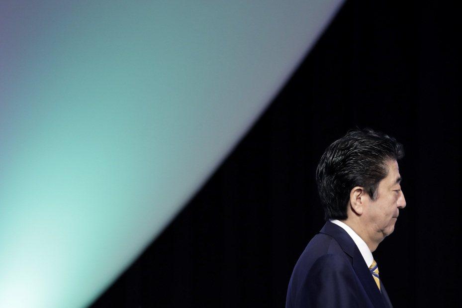 日本首相安倍晉三周四宣布,將推出規模達26兆日圓經濟刺激方案。 彭博資訊