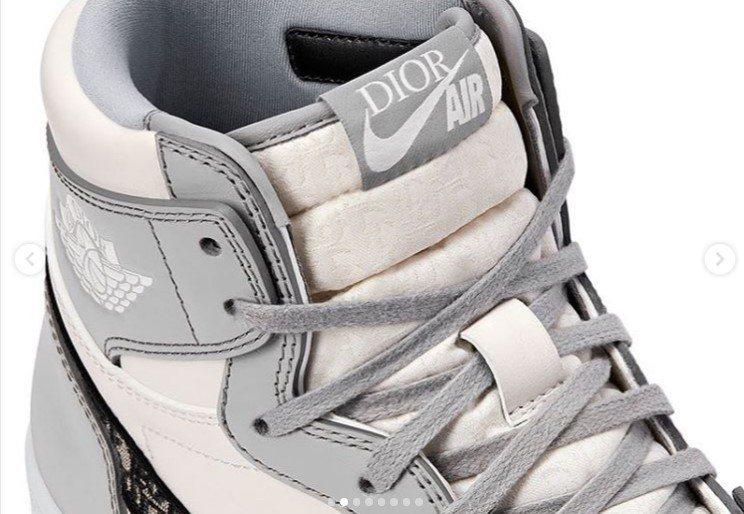 標誌性的Jumpman Wing s則加入AIR DIOR字樣表現於鞋舌處。圖/...
