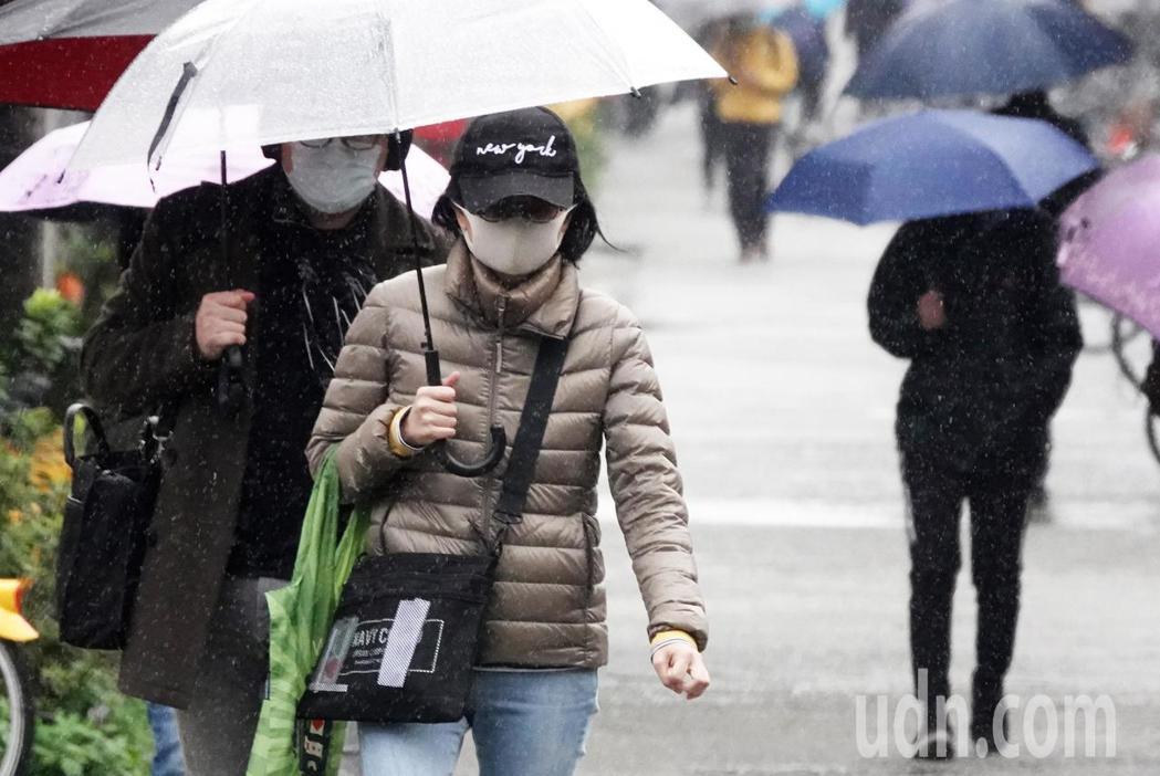環團希望政府檢討空汙法中的空品標準,降低空汙對民眾健康造成的危害。記者潘俊宏/攝...