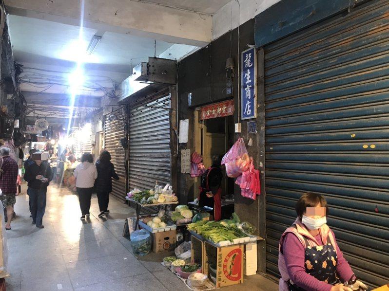 基隆信義市場1樓7間店面,市府發現轉租嚴重,有的販賣的東西與及營業項目不符違反契約規定,將重新標租。記者游明煌/攝影