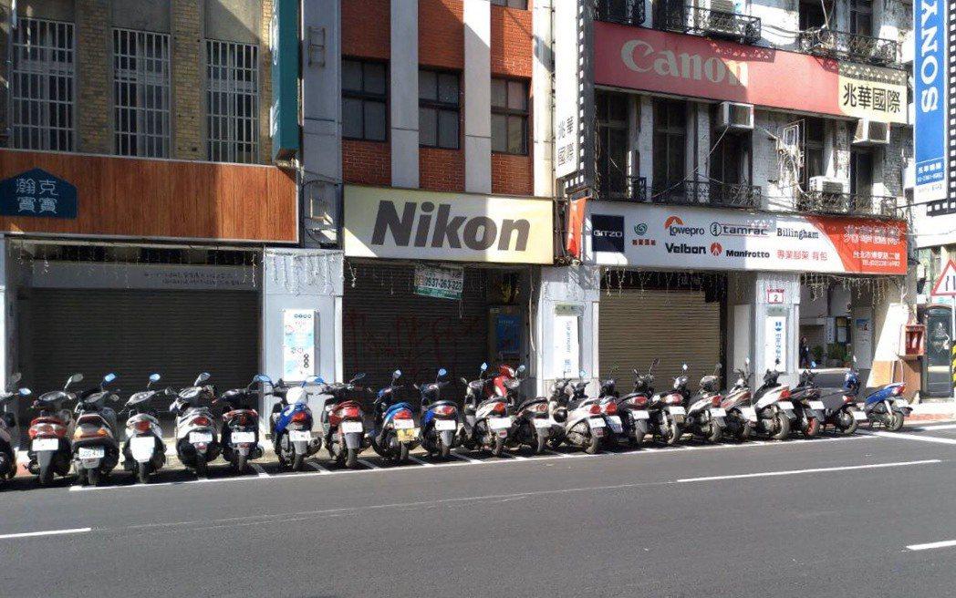 台北市推出機車路邊停車月票上路3周,目前僅賣出近1200張。圖/北市交通局提供