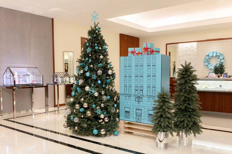 Tiffany因應耶誕節到來,在店中擺放了巨型倒數月曆,讓去專賣店上的消費者,都...