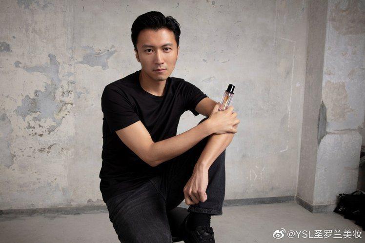 謝霆鋒擔任YSL美妝護膚大使。圖/摘自微博
