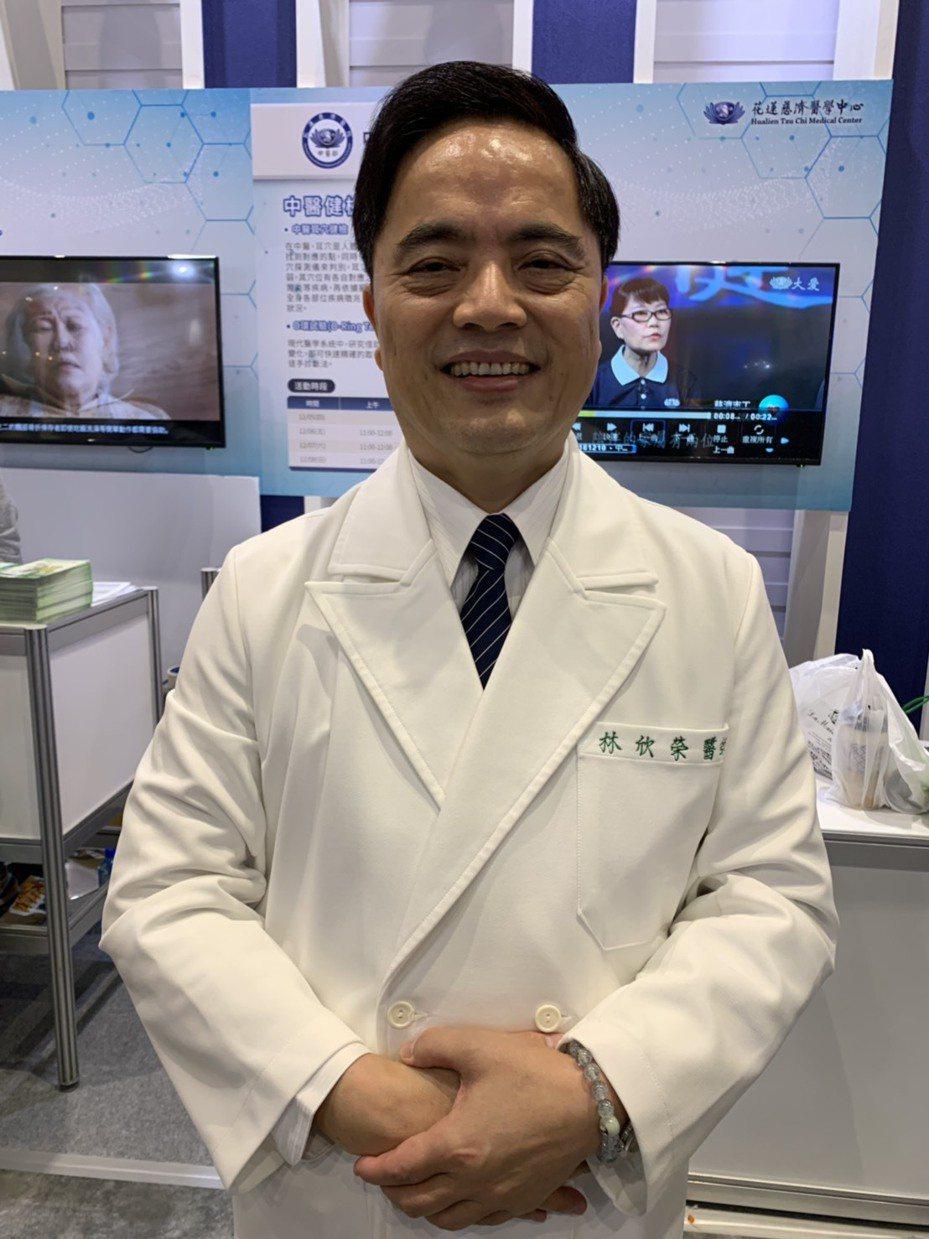 花蓮慈濟院長林欣榮今參與醫療科技展時分享院內兩名接受細胞療法患者的狀況。記者陳雨鑫/攝影