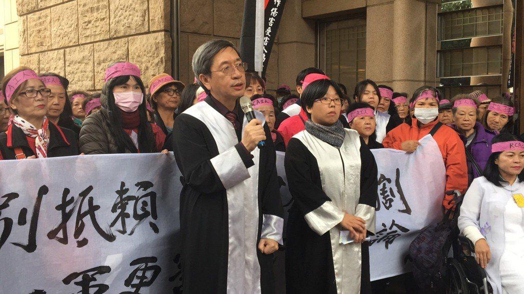 律師林永頌(左)。 記者林孟潔/攝影