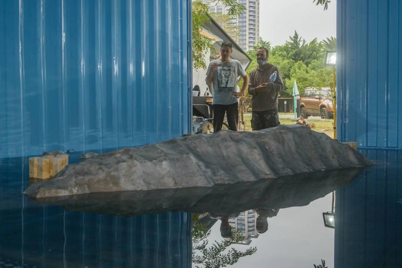 藝術家尼古拉.莫雷作品《浸沒:21世紀的當代進行式》。記者徐如宜/攝影