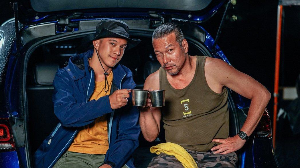 黃仲崑、黃遠父子拍攝實境節目共處48小時。圖/李奧貝納股份有限公司提供