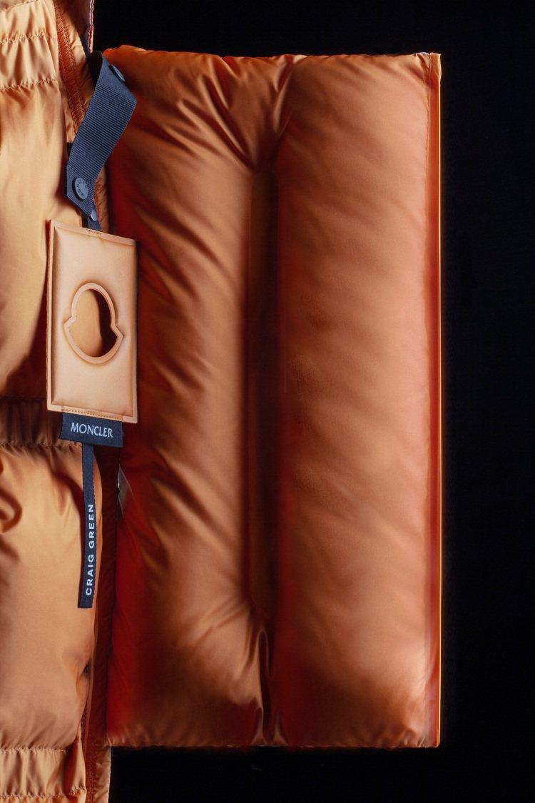 Craig Green系列服裝均可拆卸、壓縮成一個個小方塊。圖/MONCLER提...