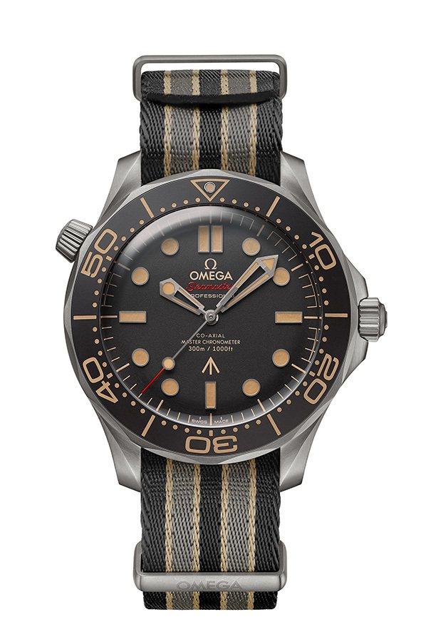 歐米茄特別款海馬潛水300米系列007腕表,鈦金屬表殼搭配Nato表帶,鋁質表圈...