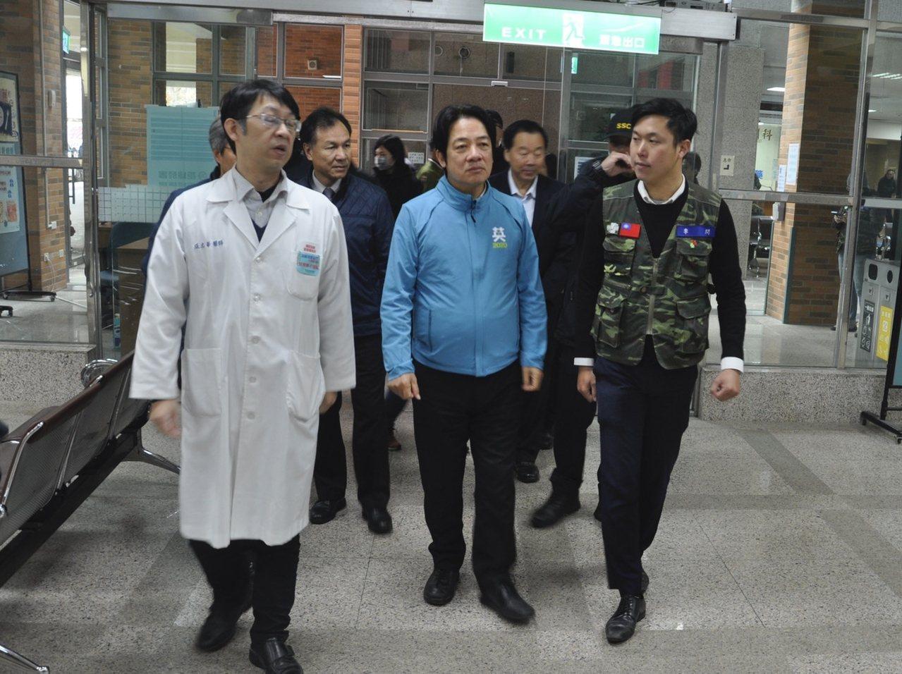 民進黨副總統參選人賴清德到馬祖輔選,也十分關係在地醫療設施。圖/李問團隊提供