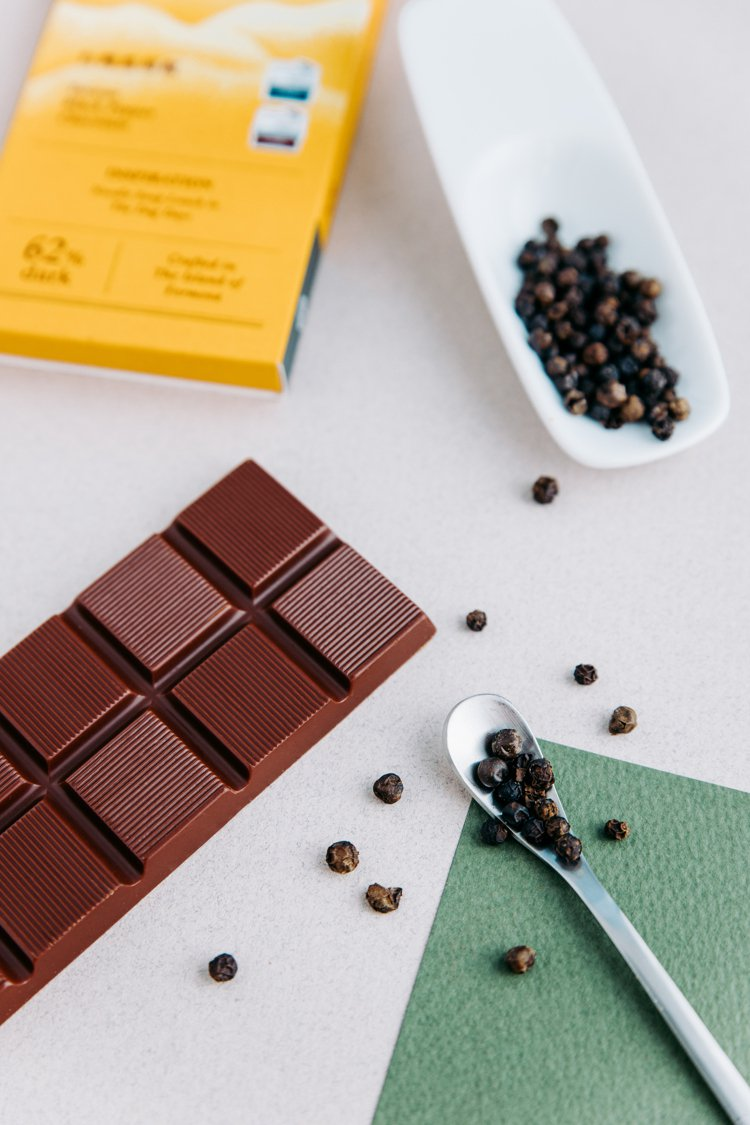 「家樂福巧克力大賞」系列獨賣商品包含台灣福灣巧克力(售價380元)等5家品牌共1...