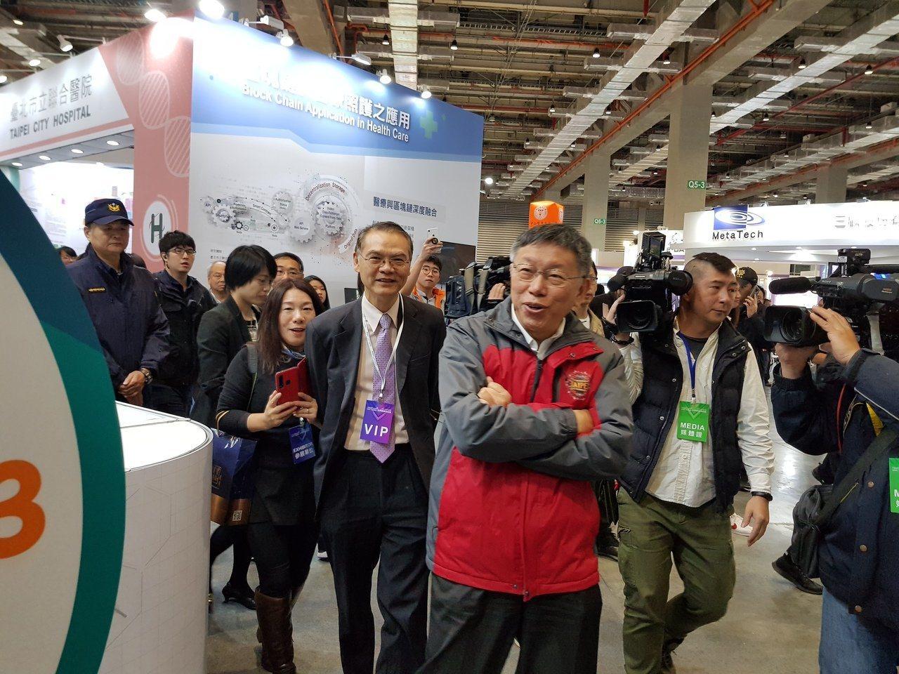 國民黨總統參選人韓國瑜說他和賴清德、柯文哲則是網路被霸凌三兄弟;台北市長柯文哲今...