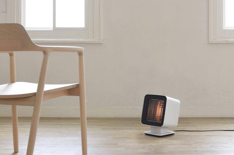 ±0 XHS-Z310電暖器,有著像傳統映像管電視的可愛造型。圖/正負零提供