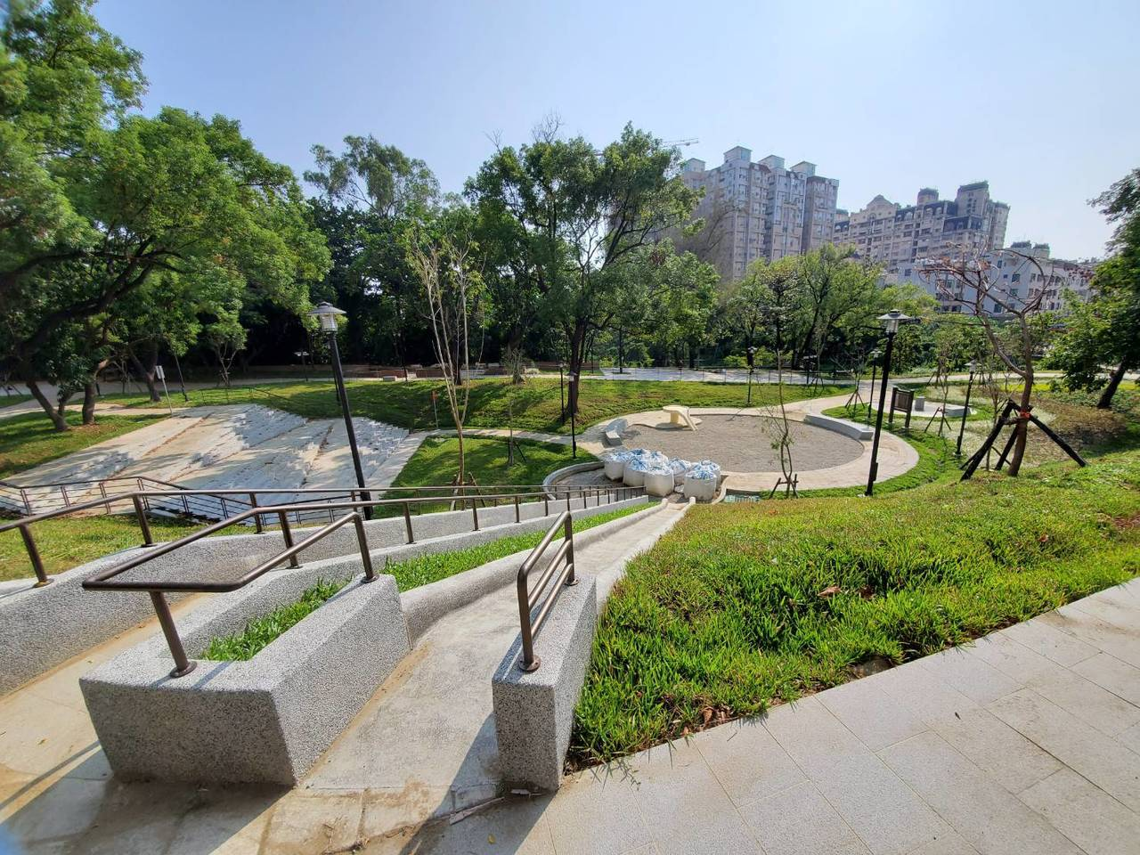 台南市永康區公7特色公園將在本月中完工,將有台南最長的地景式溜滑梯,並設有無障礙...