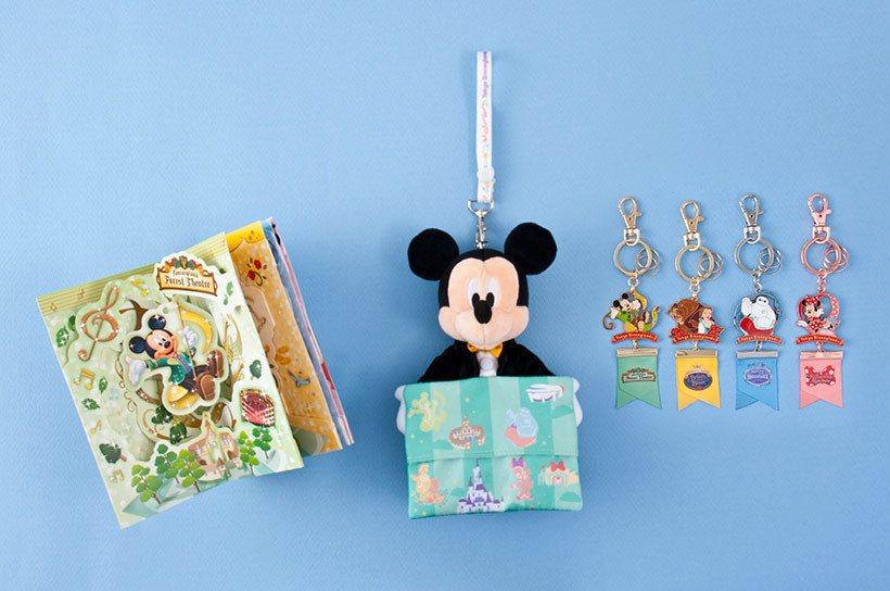 針對新設施所推出的系列商品。賀卡(左)1,000日元、紙巾袋(中)2,200日元...