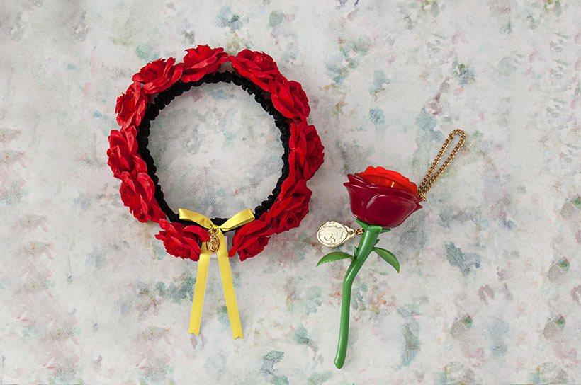 玫瑰花髮帶(左)2,100日元、音樂燈光玫瑰花吊飾(右)2,300日元。圖/擷取...