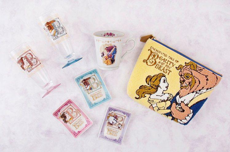 美女與野獸玻璃杯套裝(左上)2,600日元、馬克杯(中)1,500日元、盤子組(...