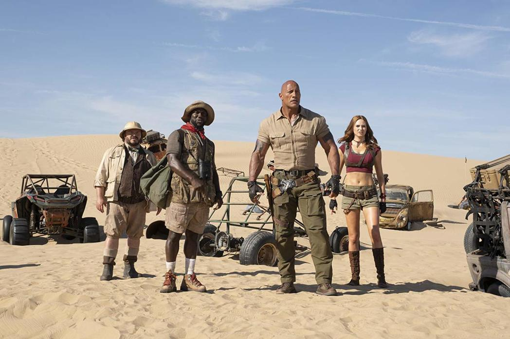 「野蠻遊戲:全面晉級」主角們前進沙漠冒險。圖/摘自imdb