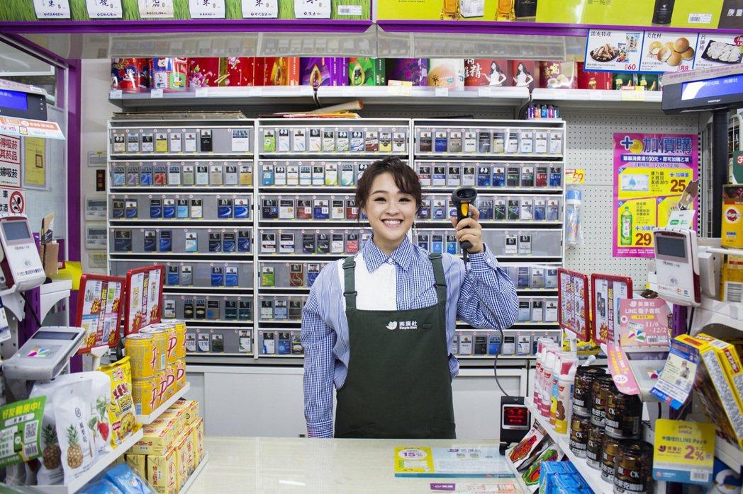 許莉潔昨擔任超商一日店長。圖/喜歡音樂提供