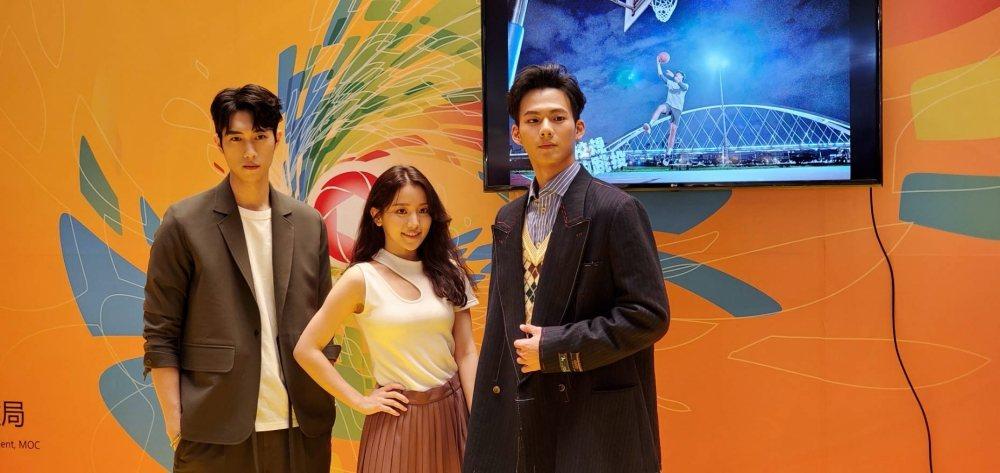 吳念軒(右起)、蔡瑞雪、范姜彥豐為新戲「違反校規的跳投」宣傳,出席新加坡亞洲電視...
