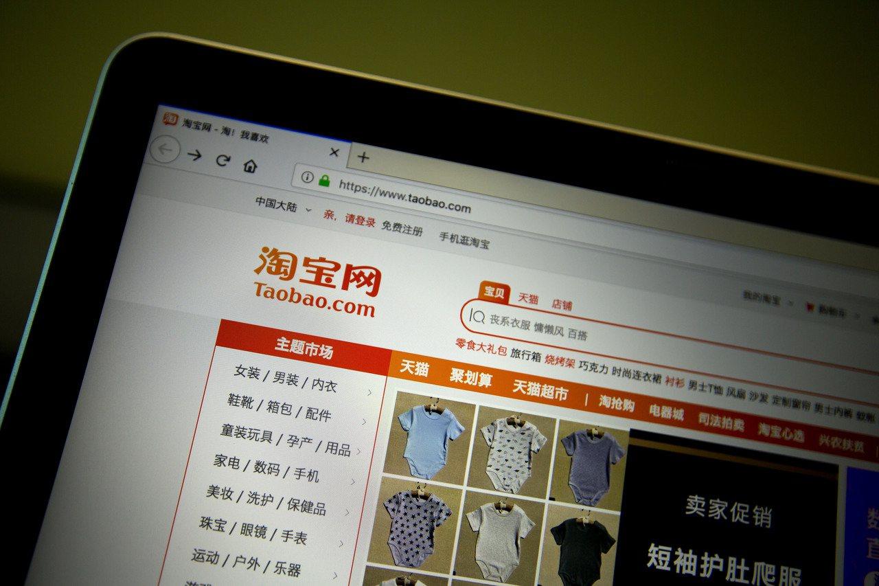 中國大陸阿里巴巴集團的淘寶網等電商平台上,早有進口商引進和原價差不多的日版和港版...