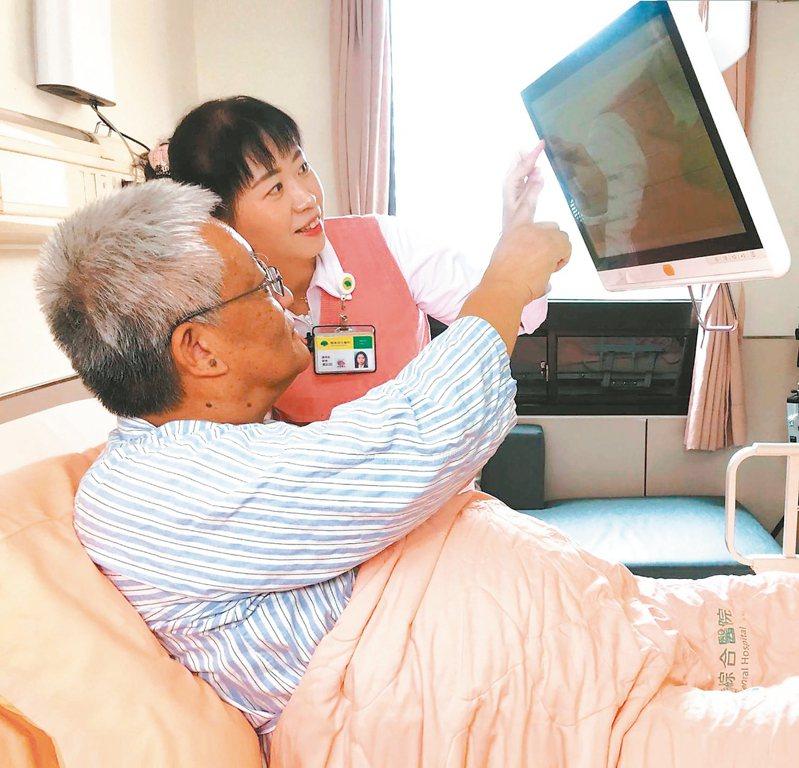 國泰醫院的個人化組合式互動護理指導,依護理師推播及病人點選,主動搜尋推薦相關主題資訊給病人。 圖/國泰醫院提供