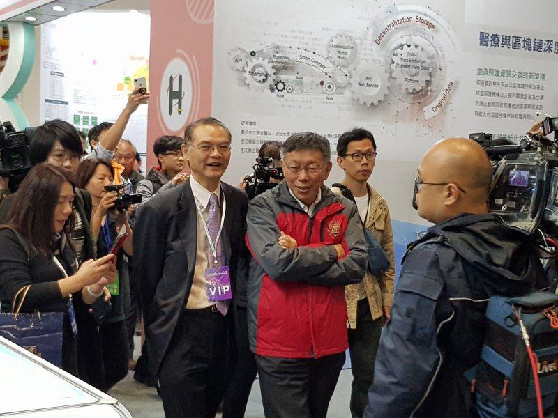 台北市長柯文哲昨到南港展覽館出席台灣醫療科技展受訪,針對郭台銘要為蔣萬安站台,柯表示,「何景榮我幫他站就好」。記者翁浩然/攝影