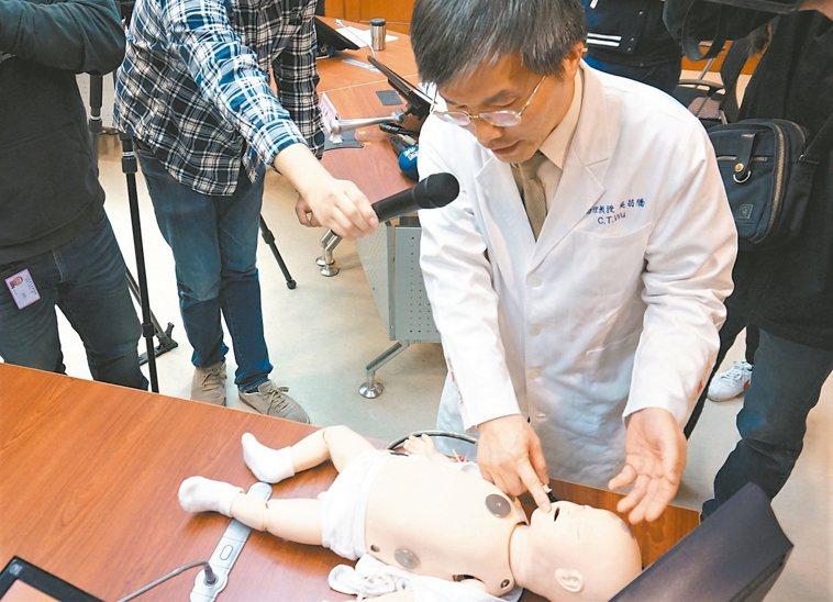 林口長庚醫療團隊呼籲加強推廣兒童心肺復甦術。 記者羅真/攝影