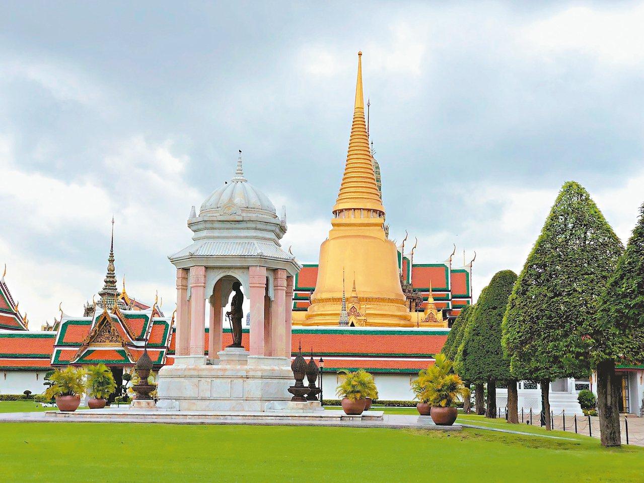 台灣每年近七十萬人前往泰國觀光,我國給泰國免簽,但泰國卻要求國人簽證附財力證明,...