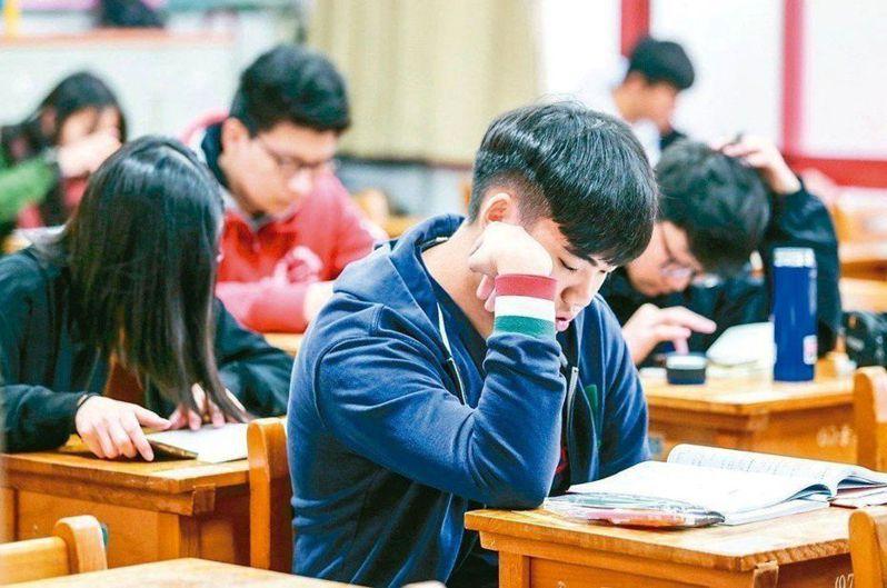 學測國文將作文等非選擇題改為「國語文寫作能力測驗」,強調思辨寫作。示意圖。 圖/聯合報系資料照片