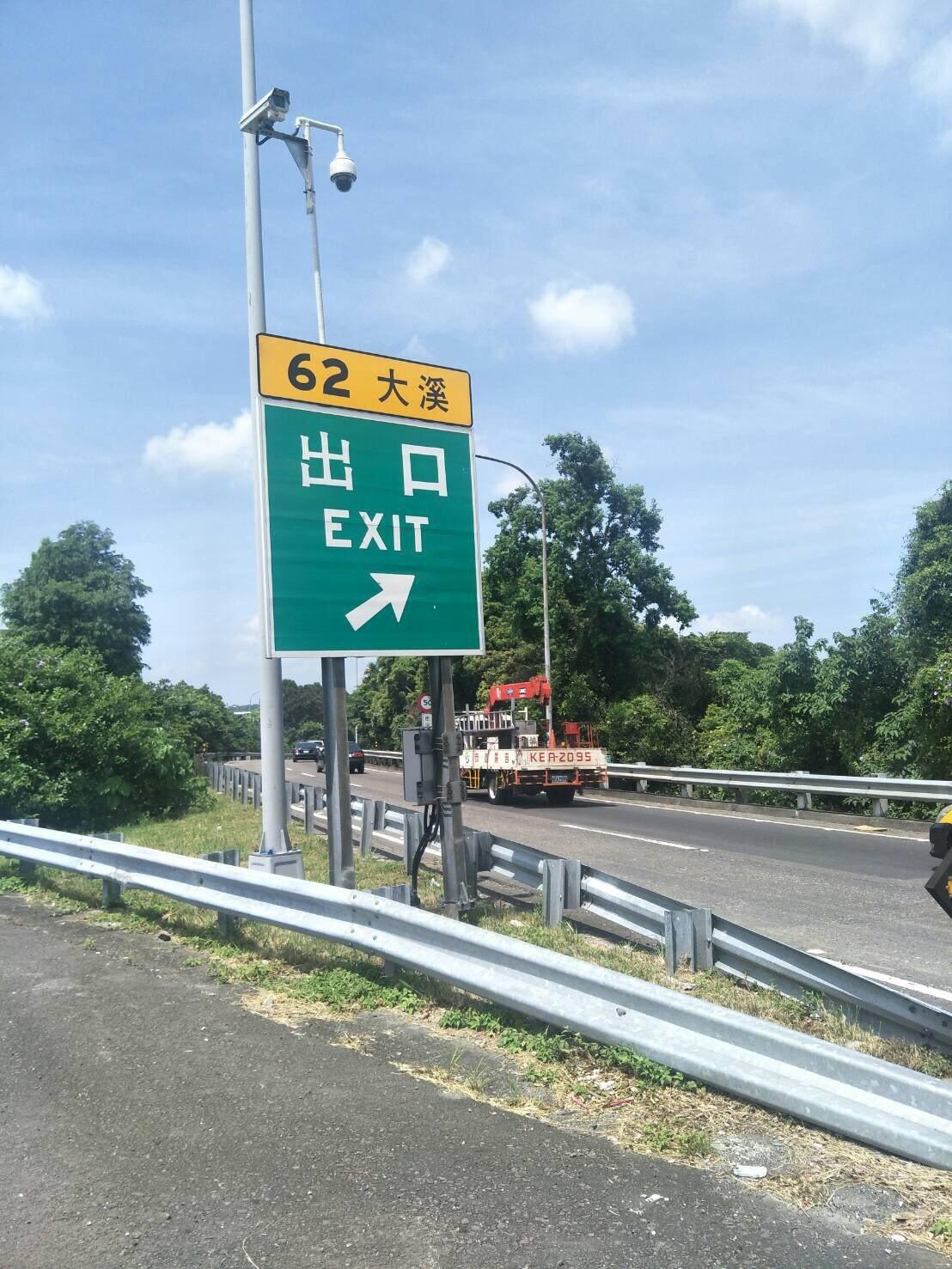 高速公路局已在全台十二處高速公路交流道出口匝道設置俗稱「天眼」的高解析度攝影機,...