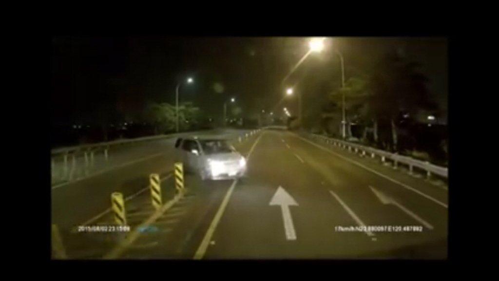 2015年8月有駕駛在中山高速公路北斗交流道「倒退嚕30秒」,嚇壞用路人。圖/取...