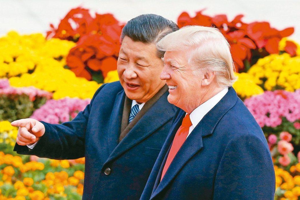 圖為美國總統川普(右)大陸國家主席習近平(左)。 (路透)