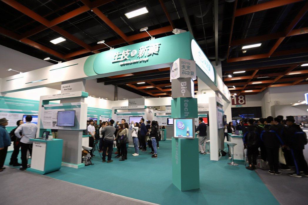 人工智聯網、生技新藥與醫材兩大領域,囊括今年近一半的展出技術量。 彭子豪/攝影
