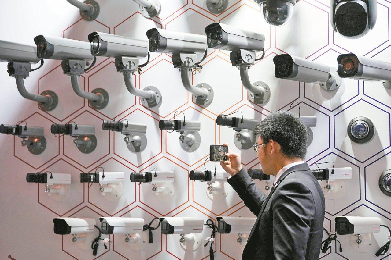 全球的監視鏡頭預估2021年底前將超過10億支,中國大陸最多。 路透